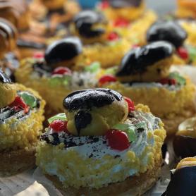 St-Honorés, pâtisserie individuelle avec fruits et chocolat